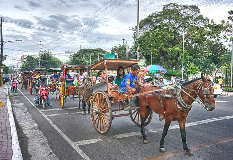 Downtown Tour. The Cebu City Tourism Office is conducting a dry run of the Tartanilla sa Sugbo project. It has deployed five tartanillas, or horse carriages, to take tourists to 12 heritage sites that include the Magellan's Cross and the Basilica del Sto. Niño, among others. (SunStar Foto / Alex Badayos)