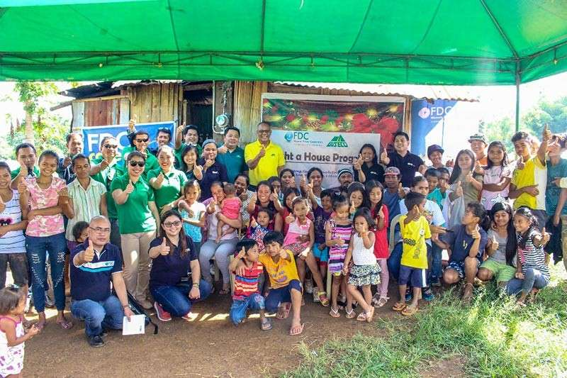 BUKIDNON. Filinvest Development Corporation Misamis Power Corporation and Bukidnon Second Electric Cooperative employees with the beneficiaries of Light A House Program in Sitio Tumampong, Barangay Tankulan, Manolo Fortich, Bukidnon after the ceremonial switch-on held on December 18, 2018. (Contributed photo)