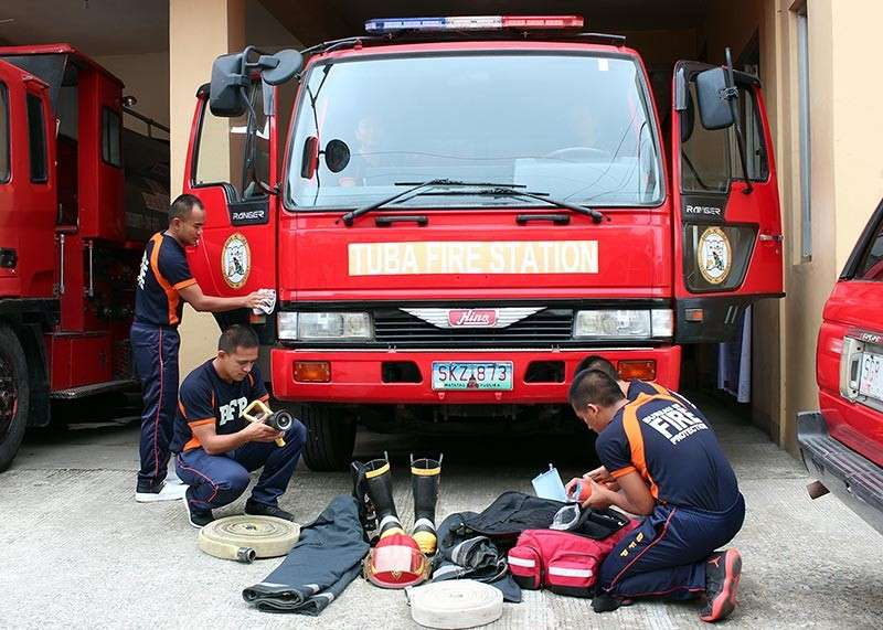 BAGUIO. Bureau of Fire Protection officers in Tuba, Benguet prepare necessary equipment in case of emergency especially during the New Year revelry. (Jean Nicole Cortes)