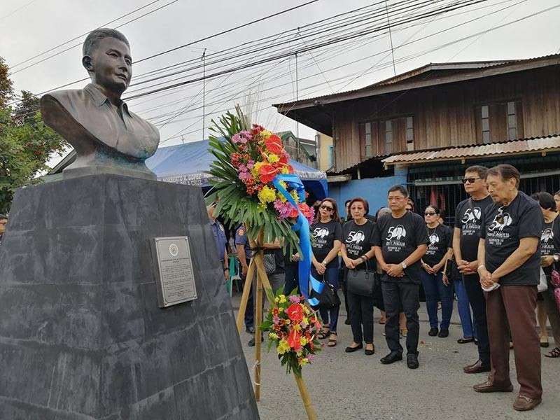 PAMPANGA. City of San Fernando Mayor Edwin Santiago together with the family of Levi Panlilio look at the bust monument and marker as they pray for him silently after they unveiled the monument and marker in Barangay Calulut on Friday, December 28. (Nicole Renee David)