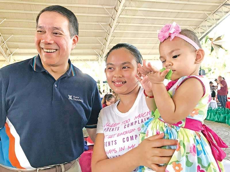 DAVAO. Ayala Foundation president Ruel Maranan with baby Cheska and her mother Juvielyn during the 10th Survivors Day of the House of Hope Foundation for Kids with Cancer Inc. last December 8, 2018. (Stella A. Estremera)