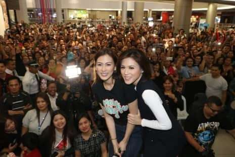 "CLARK. Celebrity sisters Alex and Tony Gonzaga pose with fans during Saturday's meet and greet at the Cinema 6 of SM City Clark to promote their new movie ""Mary, Marry Me"", an official entry to the Metro Manila Film Festival. (Chris Navarro)"