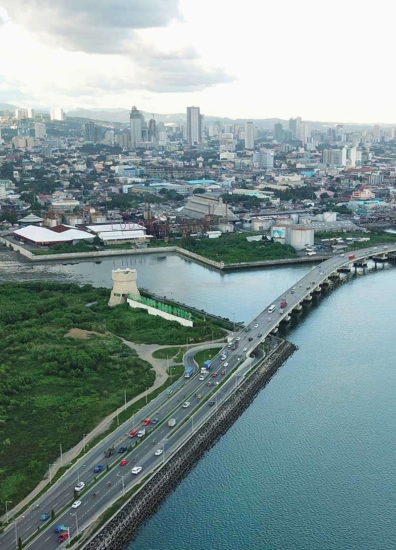 HIGH HOPES. Following the roller coaster ride in 2018, Cebu business leaders are  hopeful of a better 2019 economic performance. They are anchoring their optimism on Cebu's diverse industries like tourism, real estate and outsourcing to fuel growth this year. (SunStar file photo)