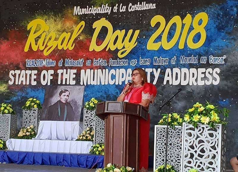 NEGROS. La Castellana Mayor Rhumyla Nicor-Manguilimutan delivers her State of the Municipality Address at the town's auditorium. (Carla Cañet)