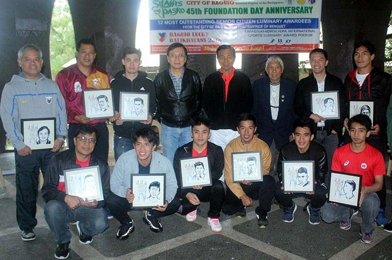 BAGUIO. Baguio - Benguet based athletes and sportsmen were feted during the Kafagway/Kordillera International Sportsman Luminary Award Podium on December 29. Joining the awardees are Baguio Cong. Mark Go, Mayor Mauricio Domogan, and Silahis ng Pasko executive committee chairman Nars Padilla. (Photo by Roderick Osis)