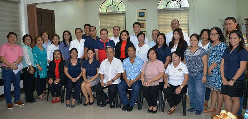 BACOLOD. Negros Occidental Governor Alfredo Marañon Jr. (seated, center) and the department and office heads of the provincial government during their first meeting and target-setting for the year 2019 held at the Provincial Capitol in Bacolod City, Thursday. (Capitol photo)