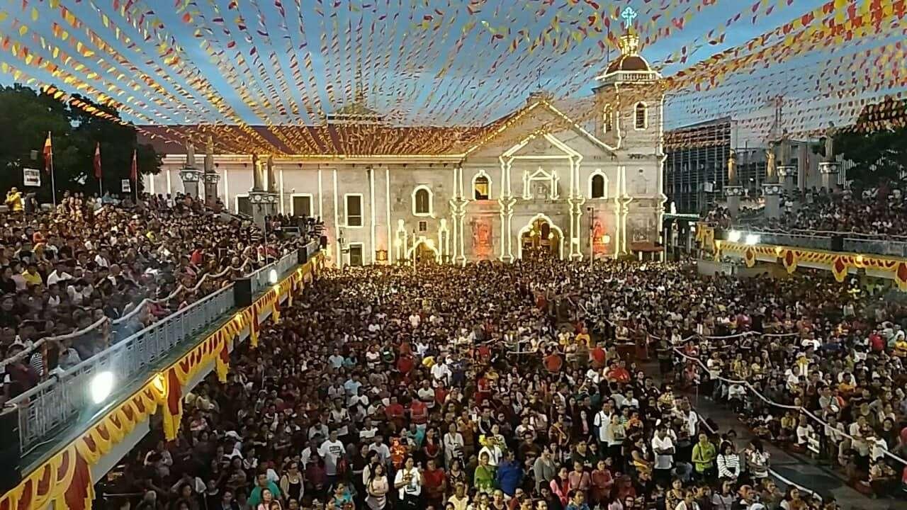 CEBU. Daghang mga deboto ang mitambong sa unang adlaw sa novena mass sulod sa Basilica Minore del Santo Niño.  (Alan Tangcawan)