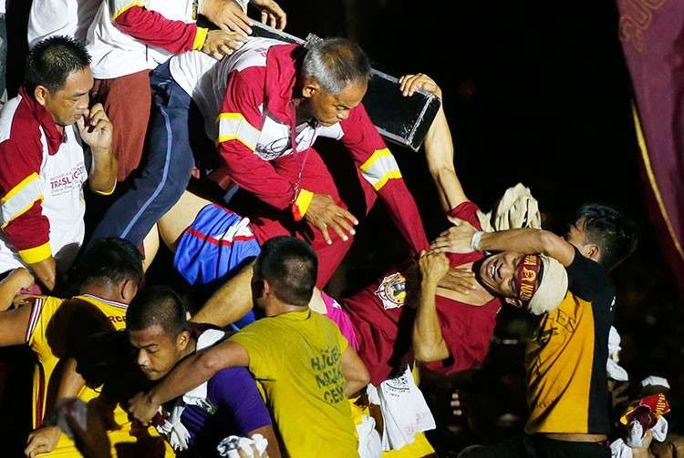 MANILA. Filipino Roman Catholic devotees jostle to kiss and rub with towels the image of the Black Nazarene in a raucous procession to celebrate its feast day Wednesday, January 9, 2019, in Manila, Philippines. (AP)