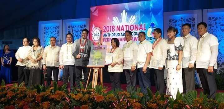 Governor Lilia Pineda receives the silver award from DILG officials after the Provincial Government of Pampanga was recognized for the effectiveness of its anti-drug abuse council. (Contributed Photo)