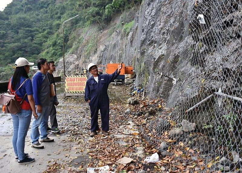 BAGUIO. Members of the Regional Project Monitoring Committee inspects the ongoing road rehab and other activities along Kennon Road including the rock netting of the various road sections to ensure safety of motorists plying the area. (Redjie Melvic Cawis)