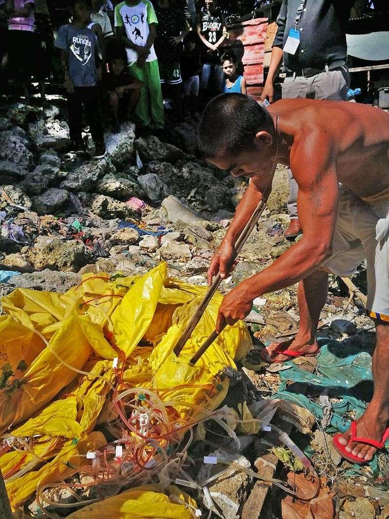 Medical wastes on barangay Ibo's shores
