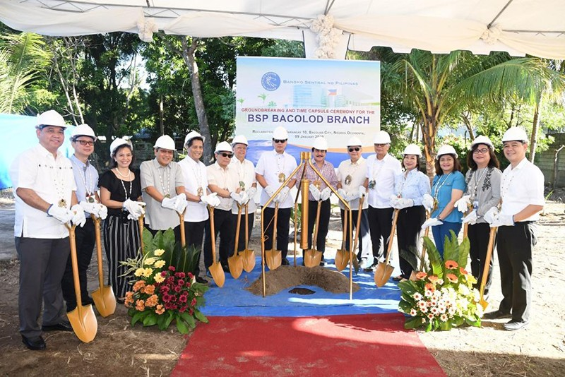BACOLOD. Mayor Evelio Leonardia and officials of Bangko Sentral ng Pilipinas in the ground breaking ceremony of the Bangko Central ng Pilipinas Bacolod branch at the Reclamation Area Wednesday, January 9. (Contributed photo)