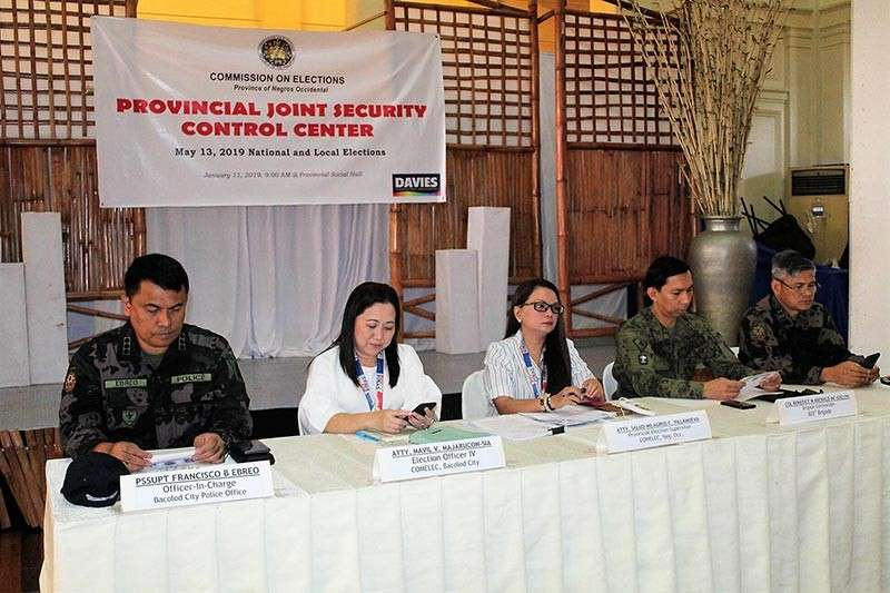 BACOLOD. Acting Negros Occidental Provincial Election Supervisor Salus Milagros Villanueva (center) Friday, January 11, 2019 convenes the Provincial Joint Security Control Center at the Provincial Capitol in Bacolod City, with (from left) Bacolod City police head Senior Superintendent Francisco Ebreo, Bacolod City election registrar Mavil Majarucon-Sia, 303rd Infantry Brigade commander Col. Benedict Arevalo, and Negros Occidental police head Senior Superintendent Romeo Baleros. (Photo courtesy of Bacolod City Police Office)