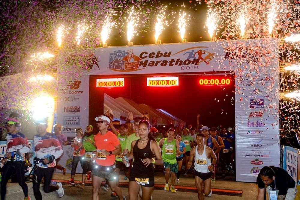 FESTIVE. Fireworks greet the runners as the 2019 Cebu Marathon kicks off at the Cebu Business Park. (SunStar foto / Arni Aclao)