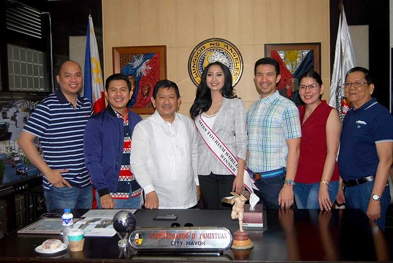 PAMPANGA. Miss Tourism World Intercontinental 2019 Francesca Taruc with Angeles City Mayor Edgardo Pamintuan and Vice-Mayor Bryan Matthew Nepomuceno during her courtesy call on Monday at the city hall. With them are former communications officer Jay Pelayo IV, Councilor Edgardo Pamintuan Jr., ABC President Jeremias Alejandrino and her mother, Gina Guina Taruc. (Photo from AC-CIO)