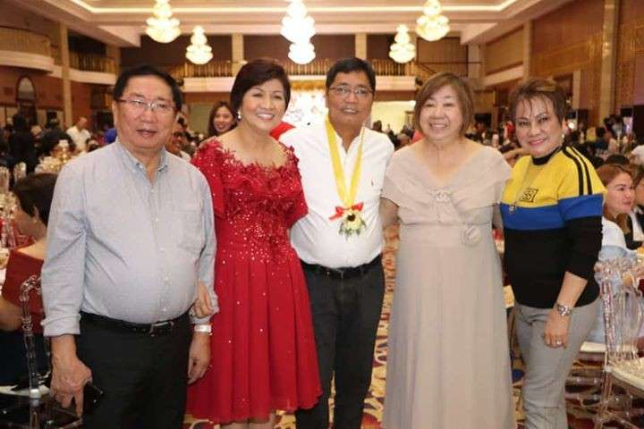 "PAMPANGA. City of San Fernando Mayor Edwin Santiago together with (from left) City of San Fernando Water District Director Joe Tulio; Tess Chua, wife of the late San Fernando Fil-Chinese Chamber president Eddie Chua; PamCham Corporate Secretary Malou Garbes; and Guagua Water District Director Divine D. Tulio in posterity during the second year death anniversary of Eddie ""Mayor Dos"" Chua at Kingborough International Convention Center, City of San Fernando. (Chris Navarro)"