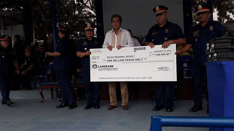 CEBU. Businessman Douglas Luym donates P1 million for the Police Regional Office (PRO)-Central Visayas personnel who are facing cases for performing their duties. (Flor Querubin)