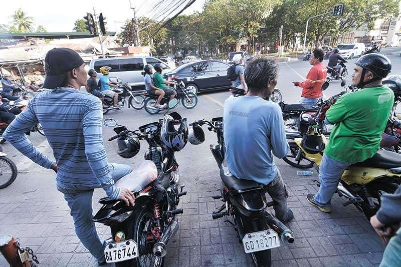 CEBU. Habal-habal or motorcycle taxis are now seen as a practical solution to beat heavy traffic in Cebu City, but the recklessness of some of the drivers has worried drivers of four-wheeled vehicles and even habal-habal passengers themselves. (SunStar photo/Amper Campaña)