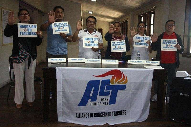 BAGUIO. Members of the Alliance of Concerned Teachers in the Cordillera together with former Bayan Muna Party list representative Neri Colmenares called on the government to immediately implement the salary increase for teachers nationwide. (Photo by Jean Nicole Cortes)