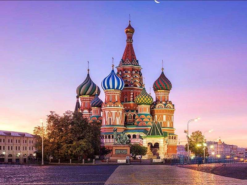 Nikki Tan wants to explore Moscow. St. Basil's Cathedral In Moscow, Russia (Photo from worldtravelguide.ne)