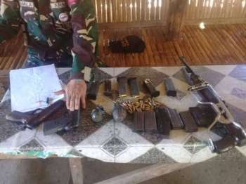 DAVAO. Firearms and explosives seized by the authorities from the five violators of election gun ban. (Photo by Juliet C. Revita)