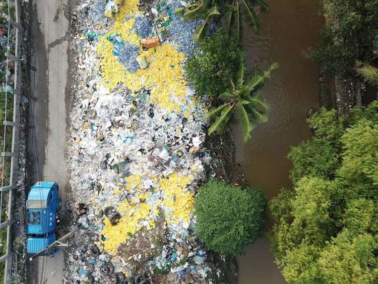 CEBU. Medical waste contractor DCECI said the waste outside their facility and just beside Butuanon River is not theirs but that of the scavengers. (SunStar photo/Allan Cuizon)