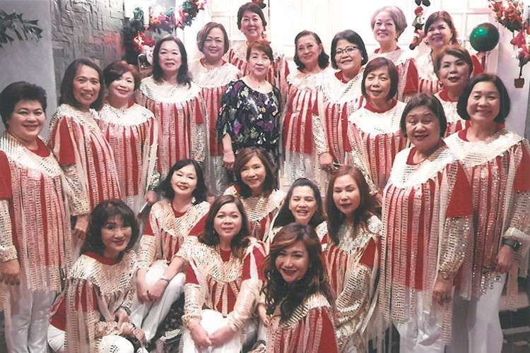 The scintillating Zontians In their official caroling getup, a capelet with cascading silver and white glitters, designed by Zontian Myrna Tan.