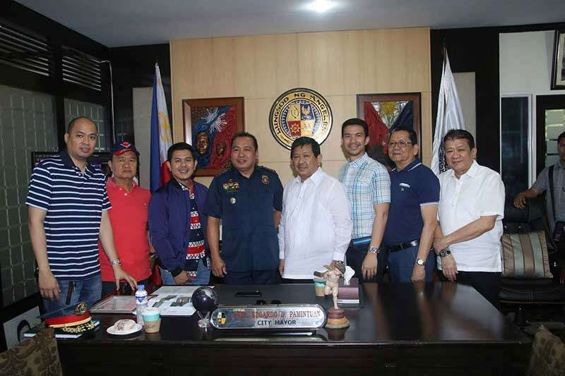 PAMPANGA. Angeles City Mayor Edgardo Pamintuan and Vice-Mayor Bryan Matthew Nepomuceno welcomed the new chief of police, Senior Superintendent Narvin Mangune,  on Monday, January 14, at the Mayor's Office. Also in the photo are Councilor Edgardo Pamintuan Jr., former communications officer Jay Pelayo IV, ABC President Jeremias Alejandrino, and Marco Nepomuceno of Kuliat Foundation Incorporated. (Photo contributed by AC-CIO)