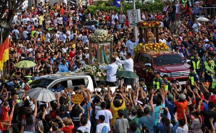 Traslacion sa Mandaue. Gihangop sa mga deboto sa dakbayan sa Mandaue ang pag-abot sa imahen ni Sr. Sto Niño sa National Shrine of Saint Joseph Parish  atol sa Sinulog 2019 Traslacion kagahapon, Enero 18. (Allan Cuizon)