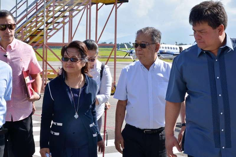 BACOLOD. Negros Occidental Governor Alfredo Marañon Jr. (center) and Silay City Mayor Mark Golez (right) welcome former president and now House Speaker Gloria Macapagal-Arroyo at the Bacolod-Silay Airport on Friday, January 18. (Capitol photo)