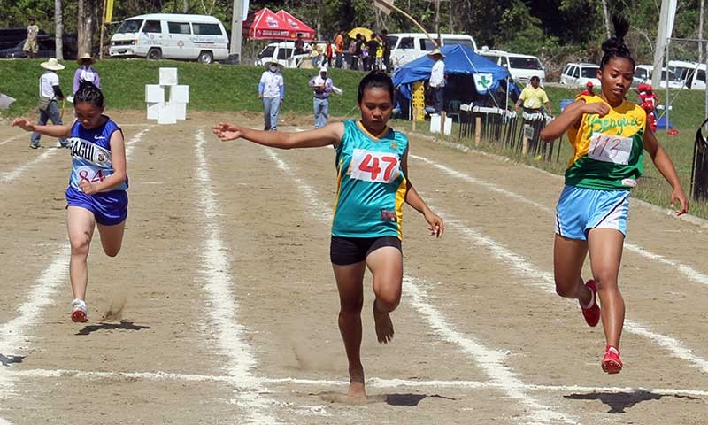 BENGUET. This file photo shows Apayao athletes outsprint a Benguet delegate during Apayao's 2013 hosting of the Caraa sports meet. This 2019, Benguet with the largest number of delegates of athletes and coaches will be against seven competitors in different sports discipline from Feb 27 to March 3 in Apayao. (SSB photo)