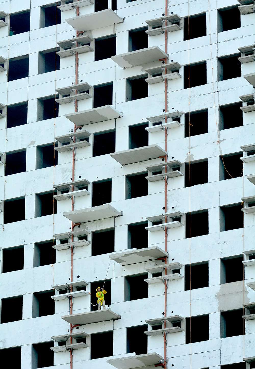 TALL ORDER. Demand for housing has not waned, as developers continue to build residential units. Mass housing topped the list of projects registered with the Board of Investments in 2018. (SunStar file)
