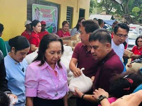 PAMPANGA. House Speaker Gloria Macapagal Arroyo and comebacking Second District Congressman Juan Miguel 'Mikey' Arroyo together with aspiring Porac councilor Rito Buan and DSWD staff distributed gifts over the weekend. (Chris Navarro)