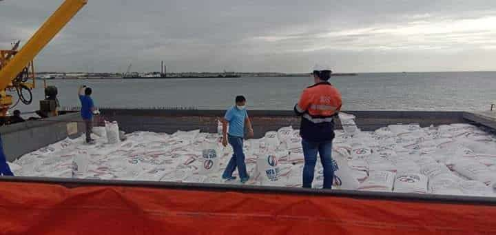 BACOLOD. The ongoing unloading of 79,000 bags of rice from Vietnam shipped via MV Han Binh 16 at the Bredco Port in Bacolod City. (NFA-Negros Occidental)