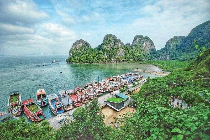 Ha Long Bay boat tours (Jojie Alcantara)