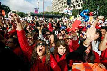 LOS ANGELES. Educators rally as a strike against the Los Angeles Unified School District entered its fifth day outside City Hall in Los Angeles Friday, Jan. 18, 2019. Clashes over pay, class sizes and support-staff levels in the district led to its first strike in 30 years and prompted the staffing of classrooms with substitute teachers and administrators. (AP)