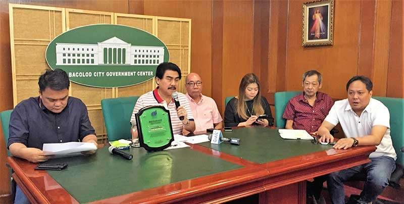 BACOLOD. Mayor Evelio Leonardia (2nd from left) holds a press conference with (from left) Representative Greg Gasataya, Vice Mayor El Cid Familiaran, and Councilors Cindy Rojas, Elmer Sy and Dindo Ramos at the Government Center in August 2018. (SunStar file)