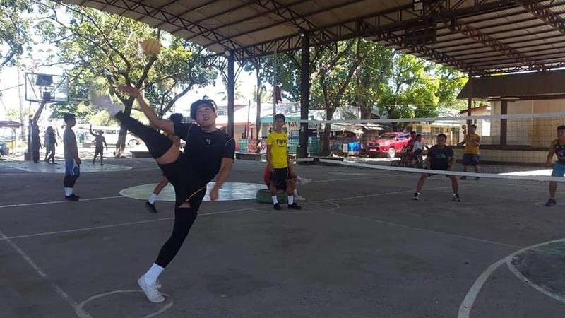 Bonbon athletes mastering the art of sepa takraw at Barangay Bonbon covered court. (Lynde Salgados)