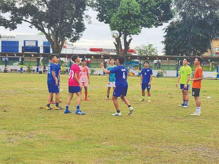 DAVAO. Members of the Davao City secondary boys football team during a Tuesday training as part of their title-retention bid in the Davraa Meet 2019. (Contributed photo)