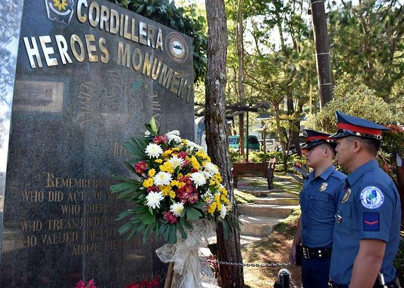 HEROICS REMEMBERED. Siblings Police Officers 1 Alchin and Rogdan Tabdi remember the heroism of their brother, Chief Inspector Gednat who was among the 44 PNP Special Action Force heroes at the Mamasapano encounter during the wreath laying ceremony at the Bado Dangwa, exactly four years since the ill-fated incident occurred. Tabdi is among 14 Cordillerans who sacrificed their lives. (Photo by Redjie Melvic Cawis)