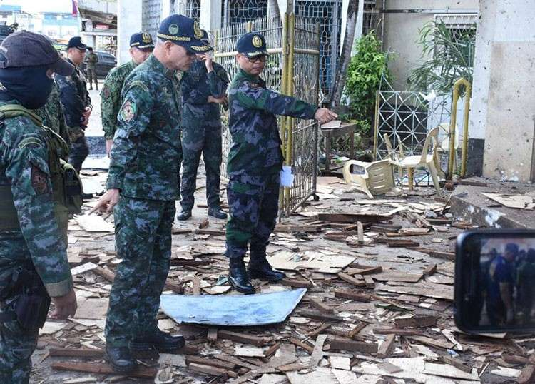 SULU. Philippine National Police Chief Oscar Albayalde and other police officials inspect the site of the blasts in Jolo, Sulu, Monday, January 28, 2019. (Courtesy of PNP)
