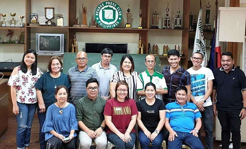 BACOLOD. The newly-elected officers of the Negros Press Club. (seated, from left) Chrysee Samillano of Visayan Daily Star, president; Erwin Nicavera of SunStar Bacolod, vice president; Glazyl Masculino of SunStar Bacolod, secretary; Merlinda Pedrosa of SunStar Bacolod, treasurer; Edgar Lucasan of DyRL, auditor; board of directors (standing, from left) Shiela Gelera of Visayan Daily Star, Elsie Jolingan of Negros Daily Bulletin, Aquilino Ciocon of DyAF, Bryan Morden of Aksyon Radyo Bacolod, Mae Singuay of Panay News, Hernan Garciniego of Visayan Daily Star, Mark Garcia of Visayan Daily Star, John Dale Salazar of Aksyon Radyo Bacolod and Owen Bayog of Negros Daily Bulletin. (Carla Cañet)