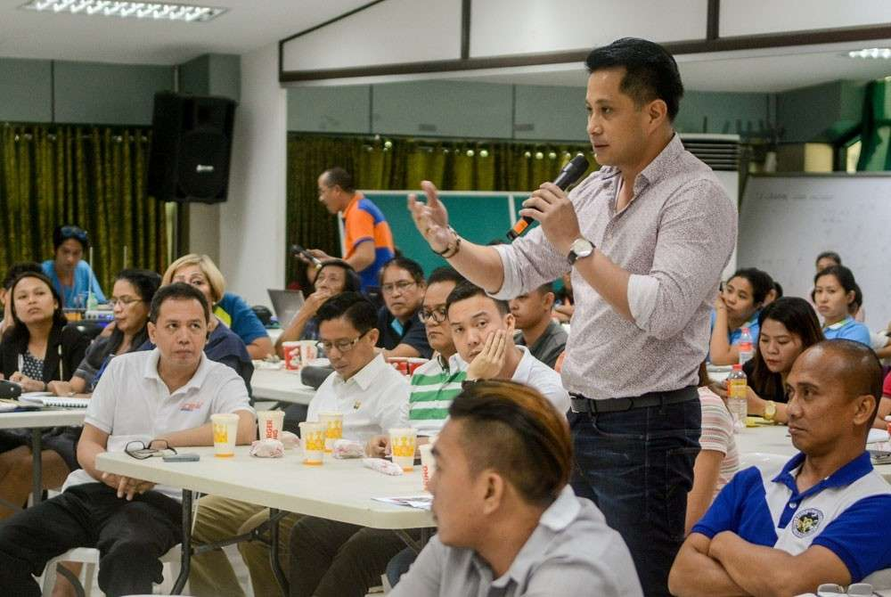 CEBU. Businessman Glenn Soco (standing), chairman of the Infrastructure Development Committee of Regional Development Council-Central Visayas, throws a question to the Department of Public Works and Highways during a stakeholders meeting in Cebu. (SunStar File)