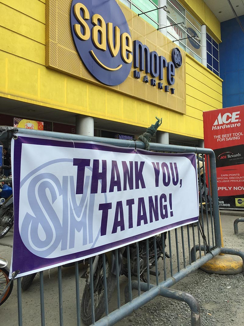 PAMPANGA. A tarpaulin expressing gratitude to SM Supermalls founder Henry Sy, Sr. is posted at the facade of Savemore Apalit. -Princess Clea Arcellaz