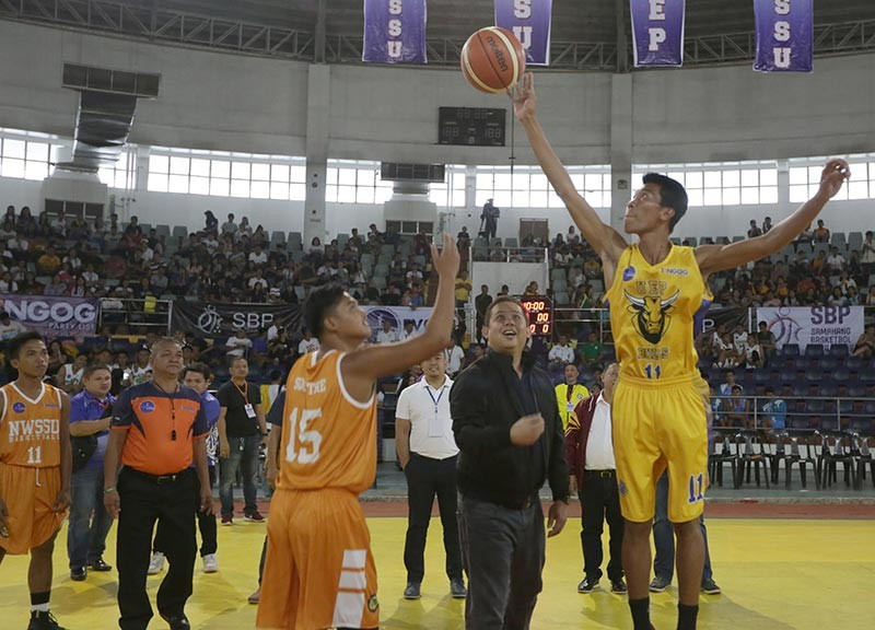 TACLOBAN CITY. Former Leyte First District Rep. Ferdinand Martin Romualdez leads the ceremonial toss during the opening games of Eastern Visayas Collegiate Athletic Association (EVCAA) basketball tournament at the Astrodome in Tacloban City. (Contributed photo)