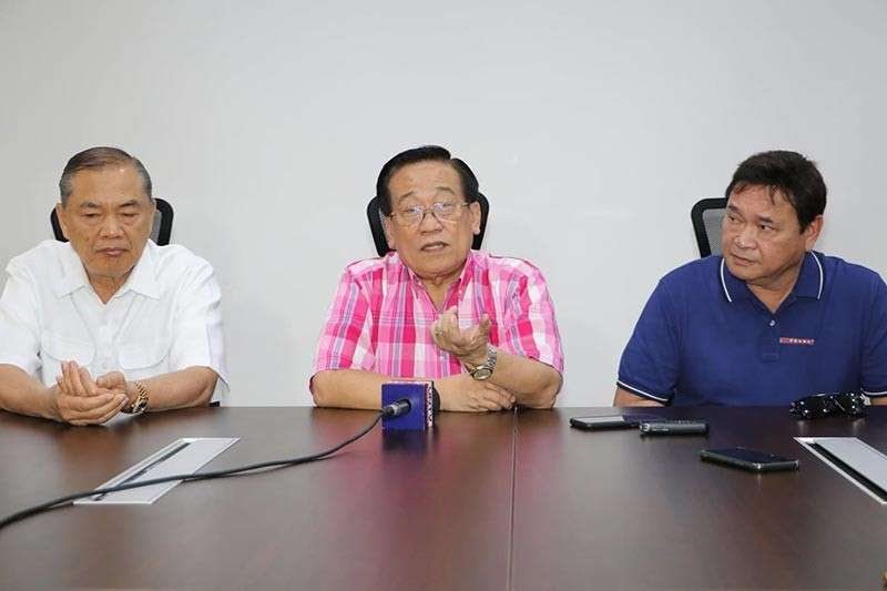 PAMPANGA. Senatorial candidate Atty. Romulo Macalintal states he has always stood up for the rights of senior citizens during Wednesday's press conference at Bale Balita, Clark Freeport Zone. Joining him are supporters former mayors Marino Morales (Mabalacat City) and Romy Pecson (Magalang). (Chris Navarro)