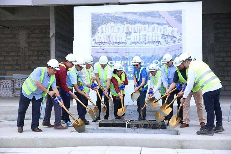 """PAMPANGA. Bases Conversion and Development Authority (BCDA) President and CEO Vivencio Dizon (6th,R) with 2nd District Representative of Tarlac Victor Yap (5th, L), Capas Tarlac Mayor Reynaldo Catacutan (4th, L), BCDA Vice President for Business Development Arrey Perez (3rd from left), MTD Philippines, Inc. Patrick Nicholas David (extreme right), Development Bank of the Philippines (DBP) President and CEO Cecilia Borromeo (6th, L), Landbank Leasing Corp. President and CEO Manuel Lopez (5th, R), Office of Civil Defense Deputy Administrator Kristoffer James Purisima, UP-Philippine Eye Research Institute Director Dr. Leo Cubillan and other stakeholders led the topping-off ceremony of """"The Residences"""" at the National Government Administrative Center in New Clark City. (Photo by BCDA)"""