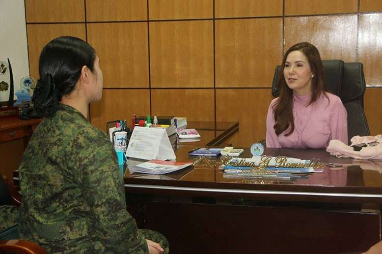 TACLOBAN CITY. Mayor Cristina Gonzales-Romualdez talks to 1st Lieutenant Kerlyn Kaye Asuncion during her courtesy visit at the City Hall on January 31, 2019. Asuncion, a member of the elite Presidential Security Group of President Rodrigo Duterte, is a native of Tacloban. Romualdez has called on the public to stay vigilant following the spate of bombings in Mindanao. (Photo courtesy of CIO-Tacloban)