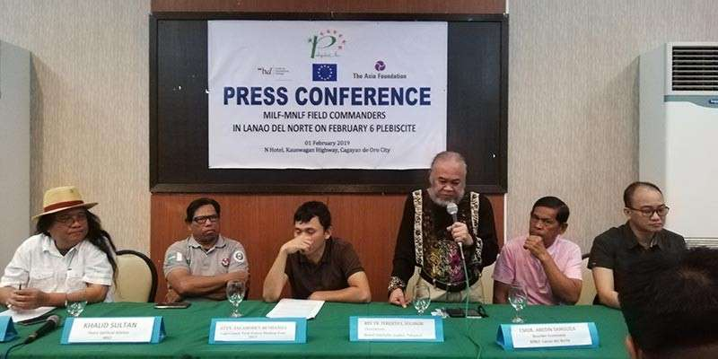 Fr. Chito Suganob of the nongovernment organization Pakigdait Inc. speaks in a press conference last Friday with the MILF-MNLF commanders in Lanao del Norte on their position on the upcoming BOL plebiscite this February 6. (PJ Orias)