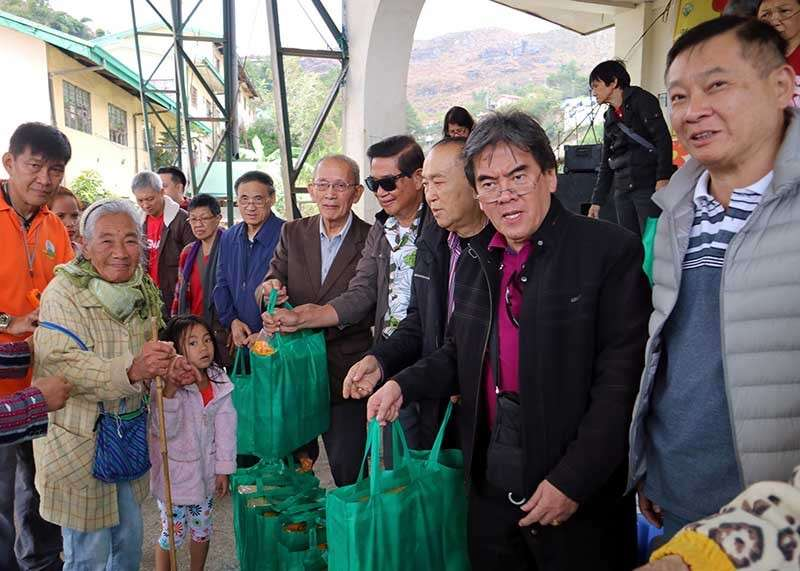 BAGUIO. Baguio Filipino-Chinese Community executive committee and Spring Festival chairman  Peter Ng assisted by Barangay Gift Sharing Committee chairperson Jolly Rillera, City Administrator Carlos Canilao, and respected Chinese elders  hand over rice and grocery items to at least 120 selected poorest among the recipients from Pinsao Pilot Project, Pinget and Guisad barangays as part of traditional Barangay Gift Sharing activities in welcoming the Chinese Lunar New Year on Friday, February 1. (Bong Cayabyab)